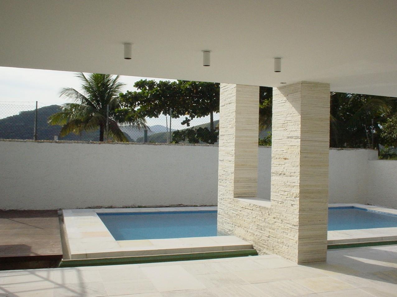 Obra residencial Praia da Baleia - Quintal