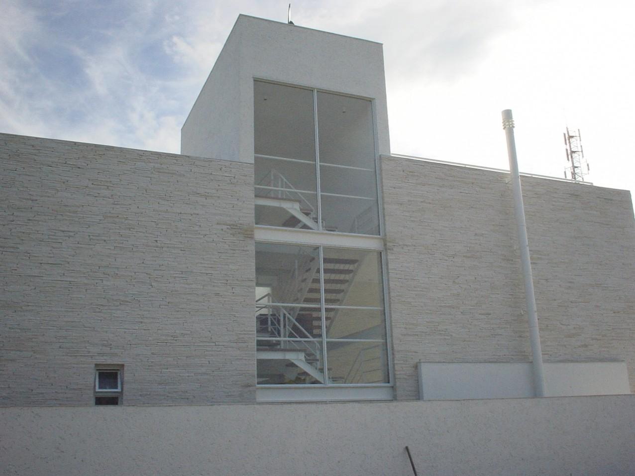 Obra residencial Praia da Baleia - Sacada